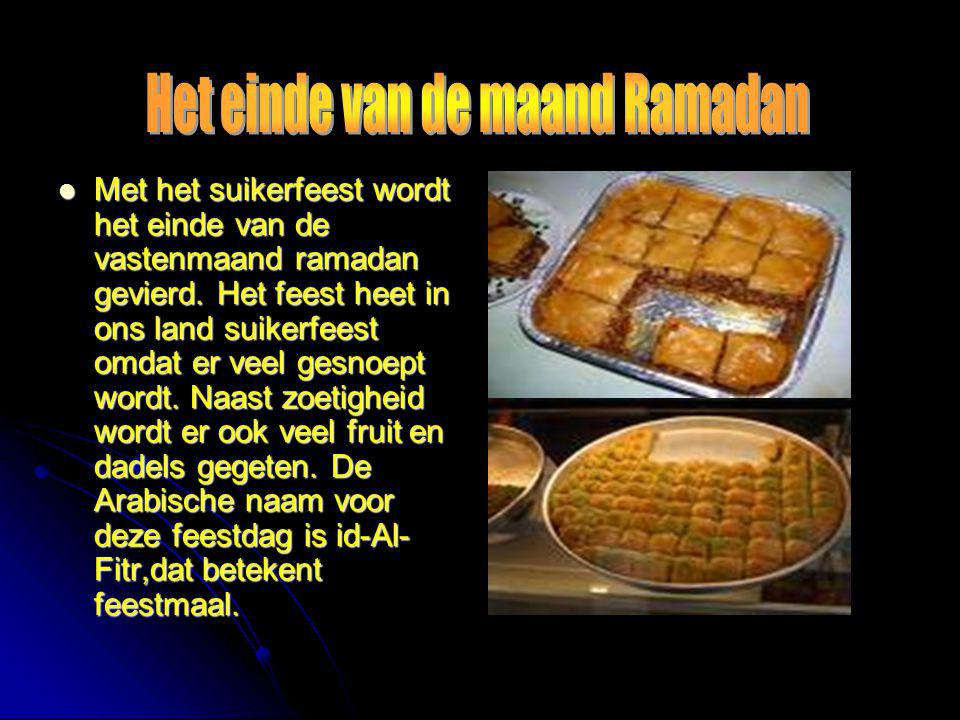  Met het suikerfeest wordt het einde van de vastenmaand ramadan gevierd. Het feest heet in ons land suikerfeest omdat er veel gesnoept wordt. Naast z