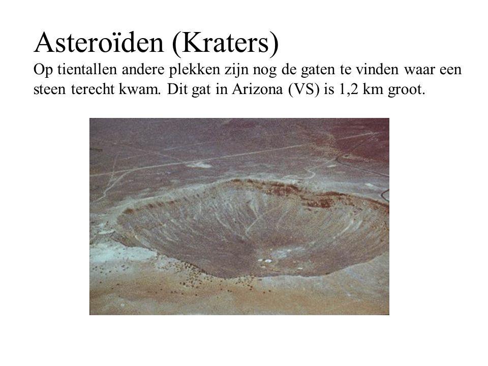 Asteroïden (Kraters) Op tientallen andere plekken zijn nog de gaten te vinden waar een steen terecht kwam. Dit gat in Arizona (VS) is 1,2 km groot.