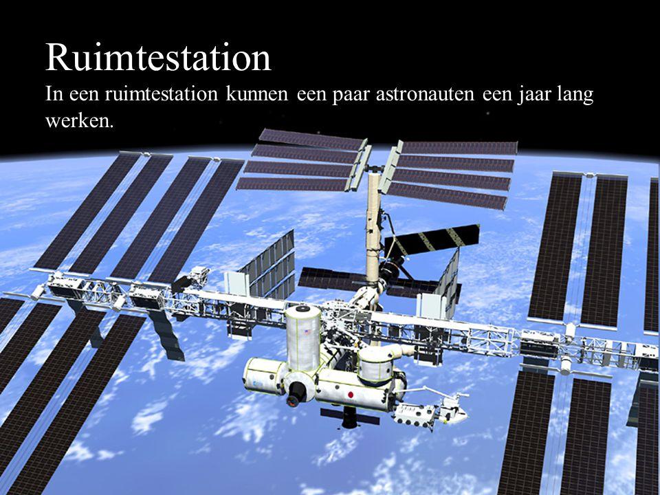 Ruimtestation In een ruimtestation kunnen een paar astronauten een jaar lang werken.