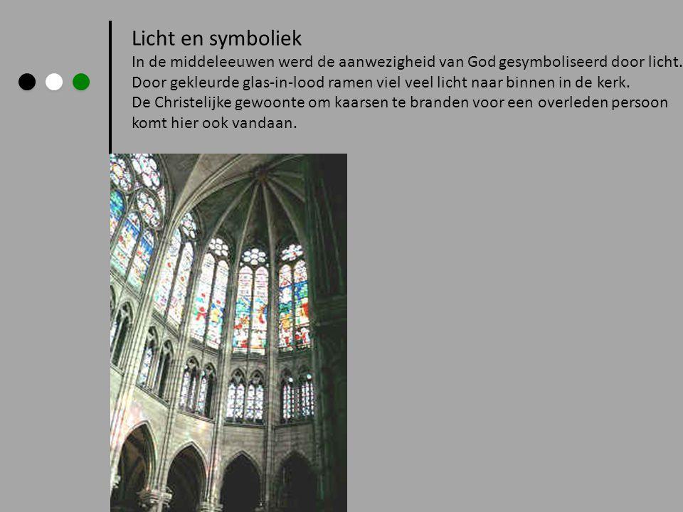 Licht en symboliek In de middeleeuwen werd de aanwezigheid van God gesymboliseerd door licht. Door gekleurde glas-in-lood ramen viel veel licht naar b