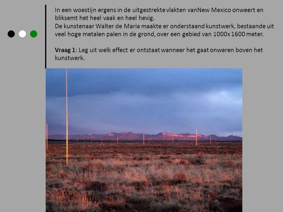 In een woestijn ergens in de uitgestrekte vlakten vanNew Mexico onweert en bliksemt het heel vaak en heel hevig. De kunstenaar Walter de Maria maakte