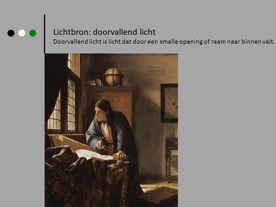 Lichtbron: doorvallend licht Doorvallend licht is licht dat door een smalle opening of raam naar binnen valt.