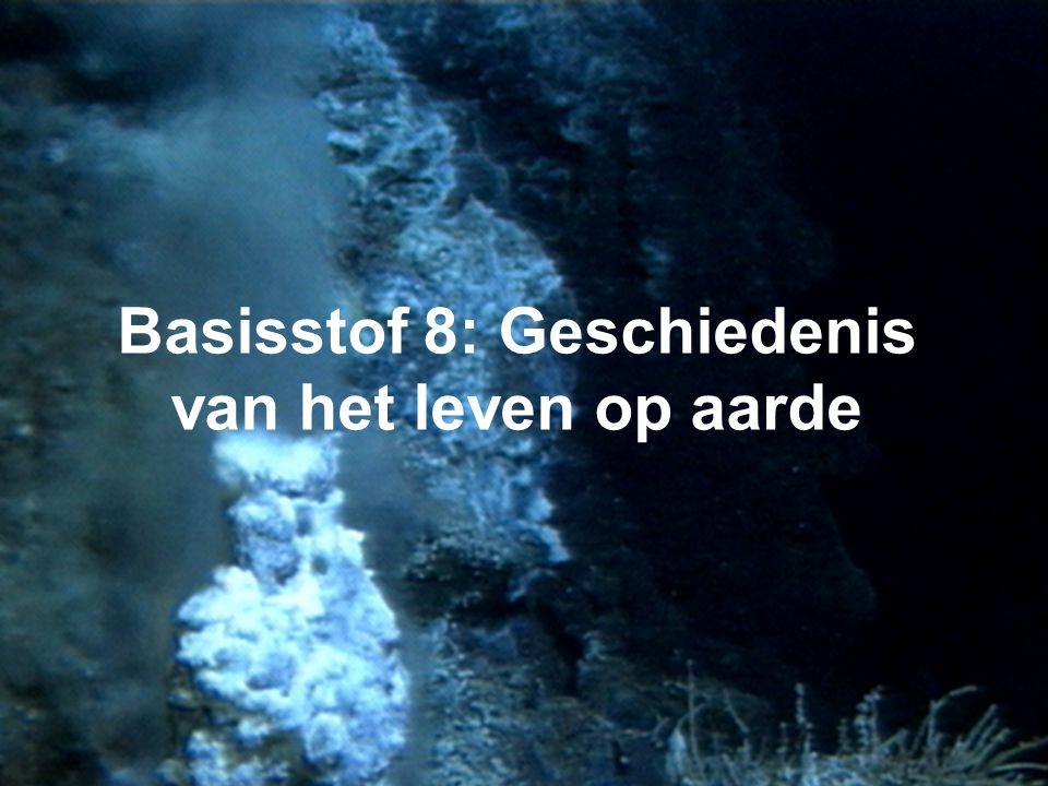 • Aarde = 4.6 miljard jaar oud • Aanvankelijk grote bal van gesmolten gesteente die langzaam afkoelde → vorming aardkorst • Vulkanisme → vorming atmos
