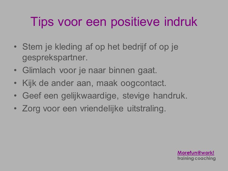 Tips voor een positieve indruk •Stem je kleding af op het bedrijf of op je gesprekspartner. •Glimlach voor je naar binnen gaat. •Kijk de ander aan, ma