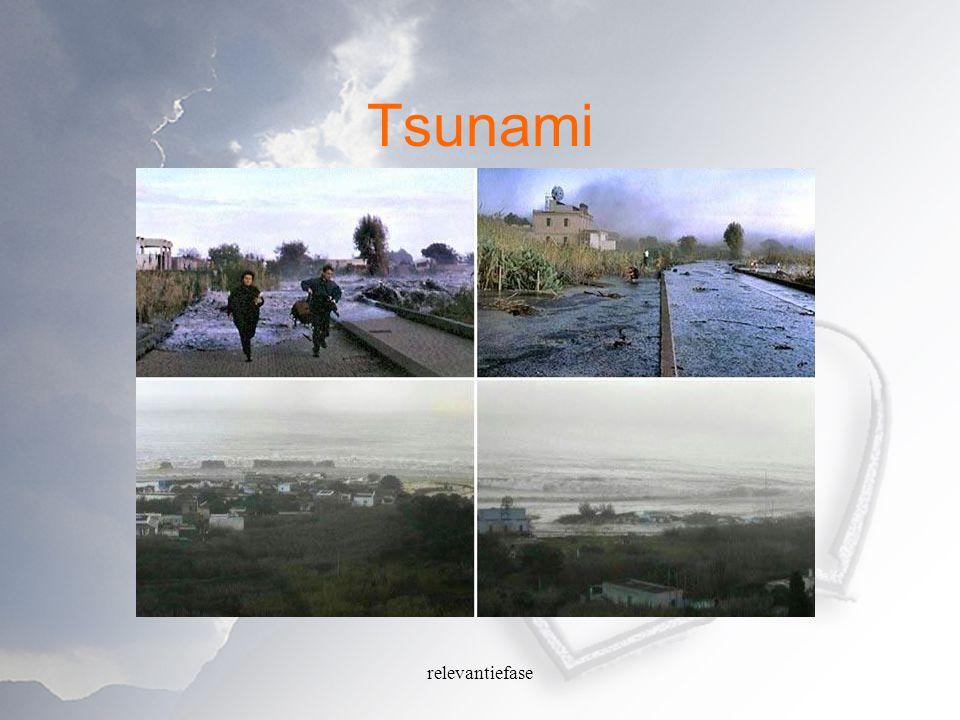relevantiefase Krantenartikel Thaise ambtenaar opgepakt voor stelen tsunami- hulp Gepubliceerd op zaterdag 23 april 2005 BANGKOK (ANP) - Een hoge provincieambtenaar is in het Thaise Phuket opgepakt en aangeklaagd omdat hij een bedrag van omgerekend 50.000 dollar zou hebben verduisterd.