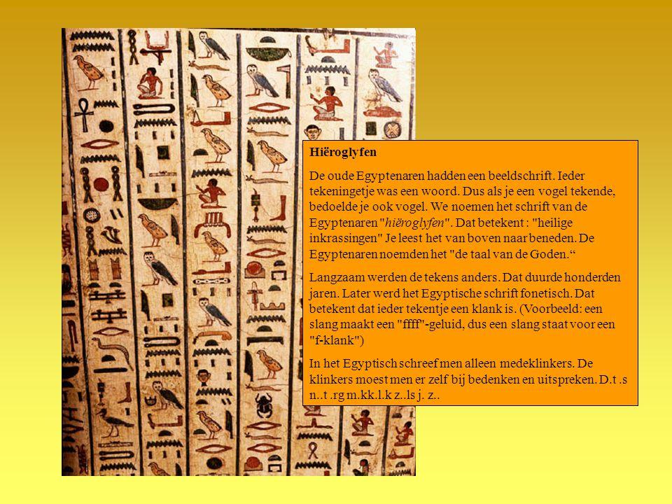 Hiëroglyfen De oude Egyptenaren hadden een beeldschrift. Ieder tekeningetje was een woord. Dus als je een vogel tekende, bedoelde je ook vogel. We noe