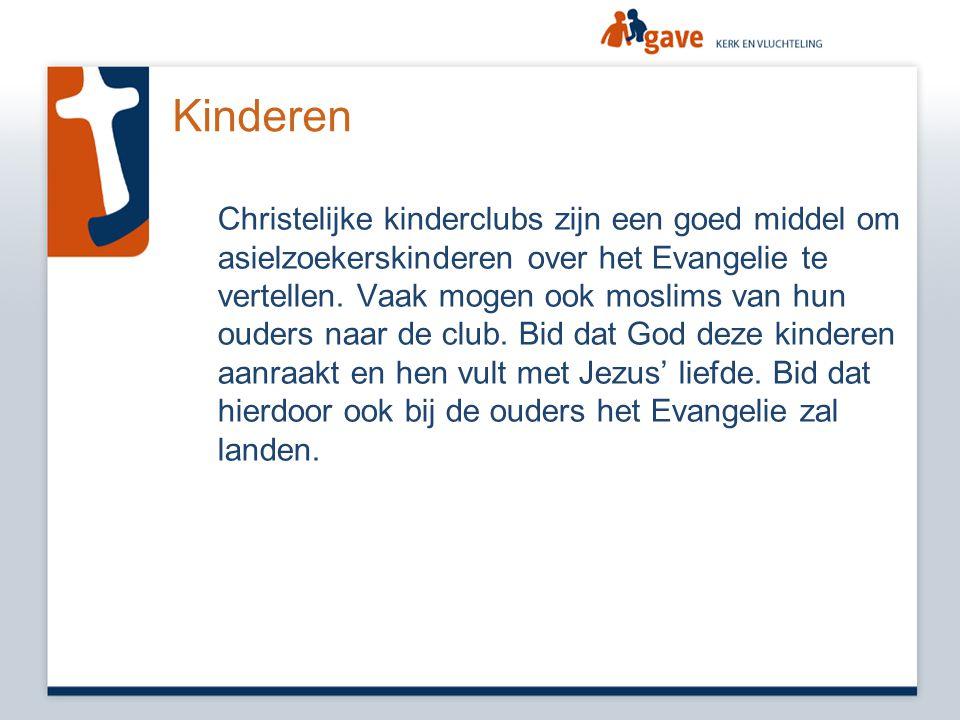 Kinderen Christelijke kinderclubs zijn een goed middel om asielzoekerskinderen over het Evangelie te vertellen. Vaak mogen ook moslims van hun ouders