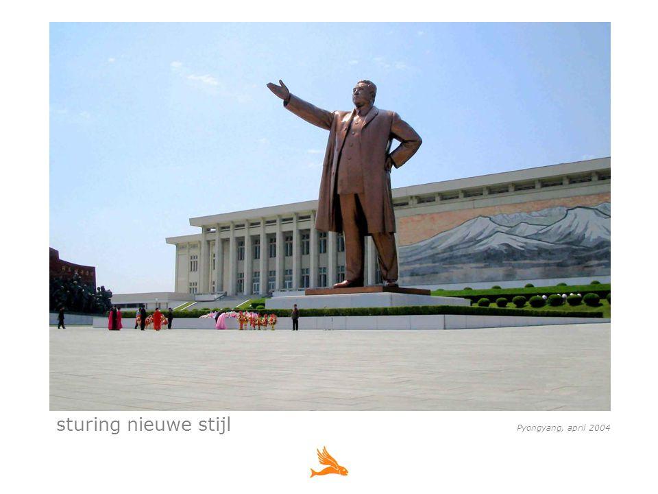 sturing nieuwe stijl Pyongyang, april 2004