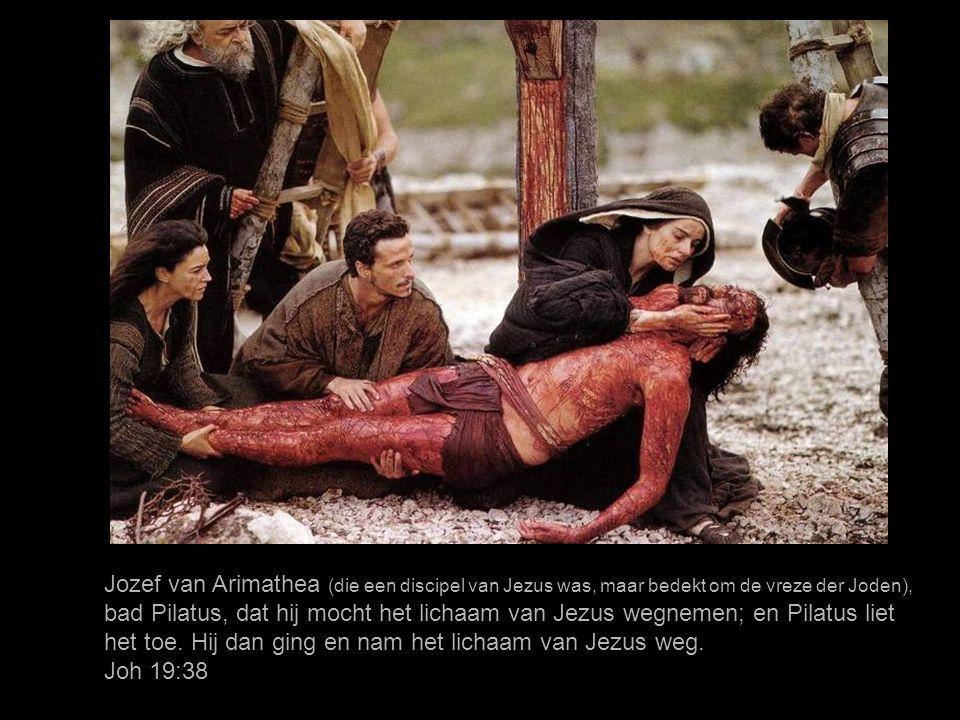 En er was ook een opschrift boven Hem geschreven, met Griekse, en Romeinse en Hebreeuwse letters: DEZE IS DE KONING DER JODEN. Lukas 23:38