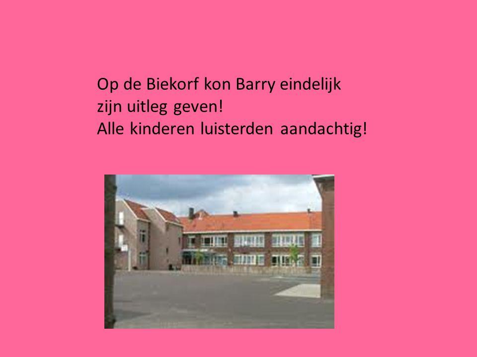 Op de Biekorf kon Barry eindelijk zijn uitleg geven! Alle kinderen luisterden aandachtig!