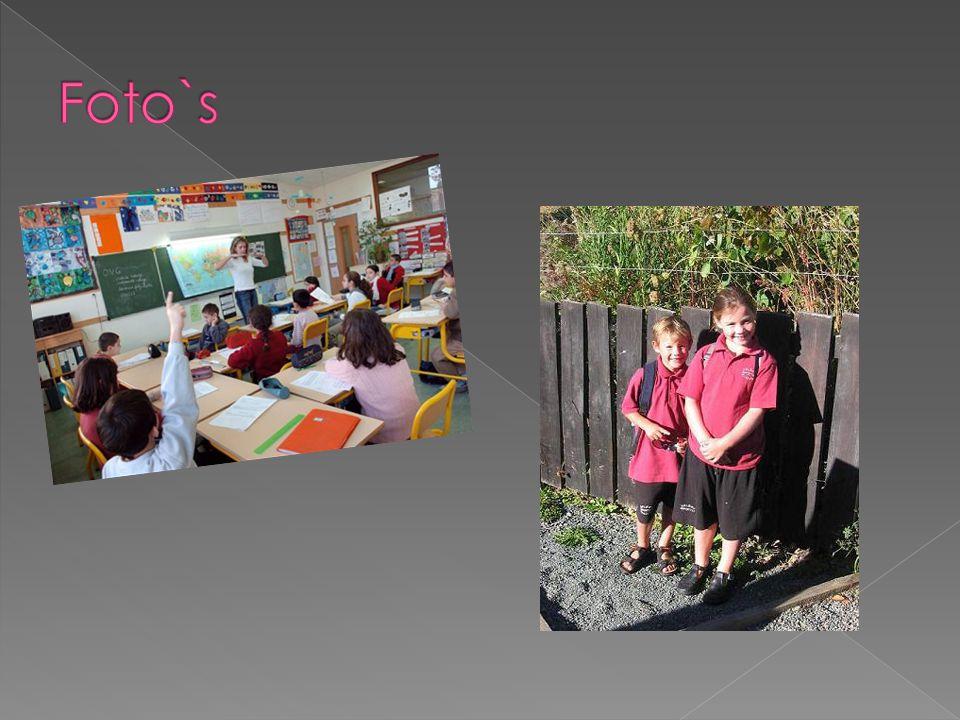  In Spanje hebben de kinderen school van maandag t/m vrijdag  Ze hebben ook op 1 september de eerste schooldag  Ze hebben 2 en een halve maand vakantie!