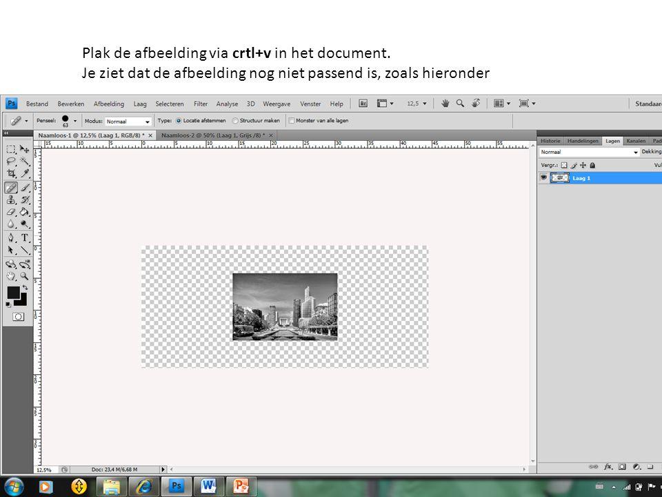 Plak de afbeelding via crtl+v in het document. Je ziet dat de afbeelding nog niet passend is, zoals hieronder