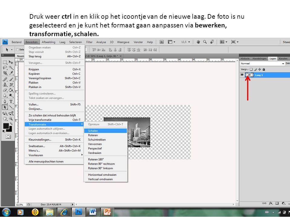 Druk weer ctrl in en klik op het icoontje van de nieuwe laag. De foto is nu geselecteerd en je kunt het formaat gaan aanpassen via bewerken, transform