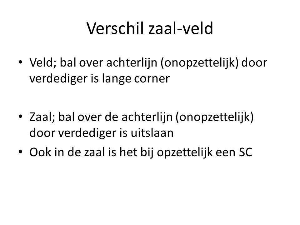 Verschil zaal-veld • Veld; bal over achterlijn (onopzettelijk) door verdediger is lange corner • Zaal; bal over de achterlijn (onopzettelijk) door verdediger is uitslaan • Ook in de zaal is het bij opzettelijk een SC