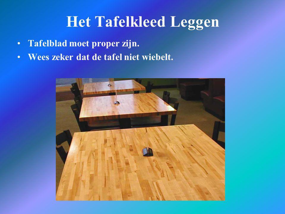 Het Tafelkleed Leggen •Tafelblad moet proper zijn. •Wees zeker dat de tafel niet wiebelt.