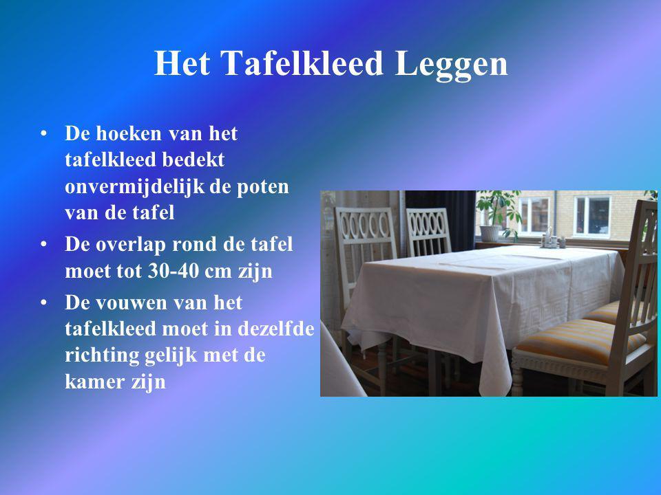 Het Tafelkleed Leggen •De hoeken van het tafelkleed bedekt onvermijdelijk de poten van de tafel •De overlap rond de tafel moet tot 30-40 cm zijn •De v