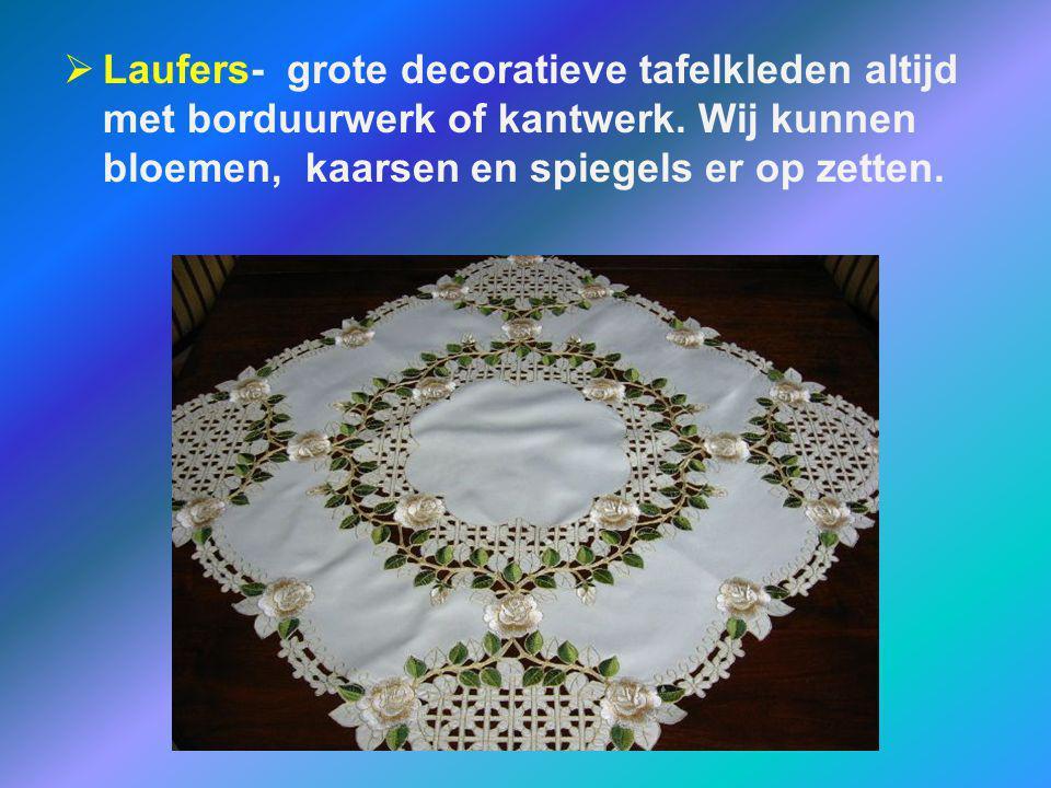  Laufers- grote decoratieve tafelkleden altijd met borduurwerk of kantwerk. Wij kunnen bloemen, kaarsen en spiegels er op zetten.