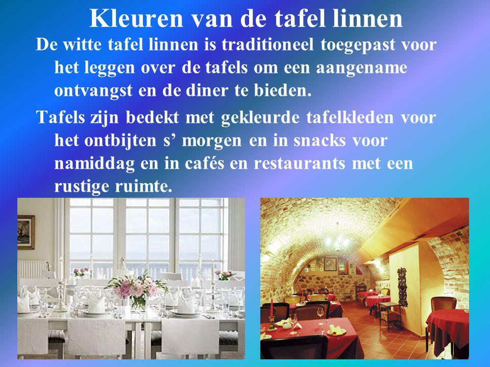 Kleuren van de tafel linnen De witte tafel linnen is traditioneel toegepast voor het leggen over de tafels om een aangename ontvangst en de diner te b