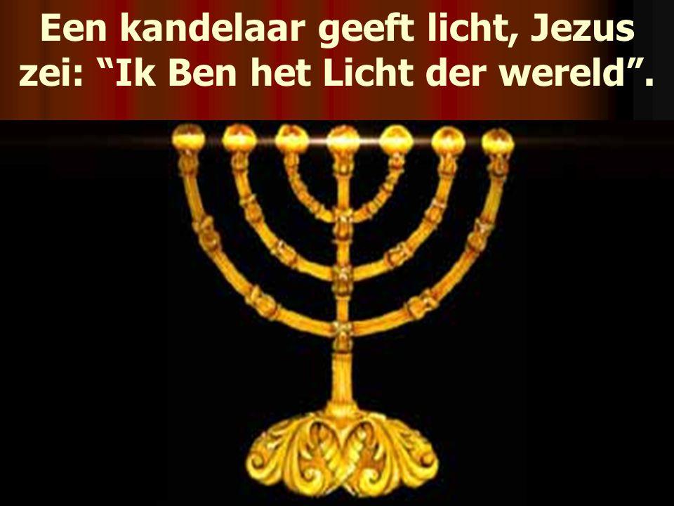 """Een kandelaar geeft licht, Jezus zei: """"Ik Ben het Licht der wereld""""."""