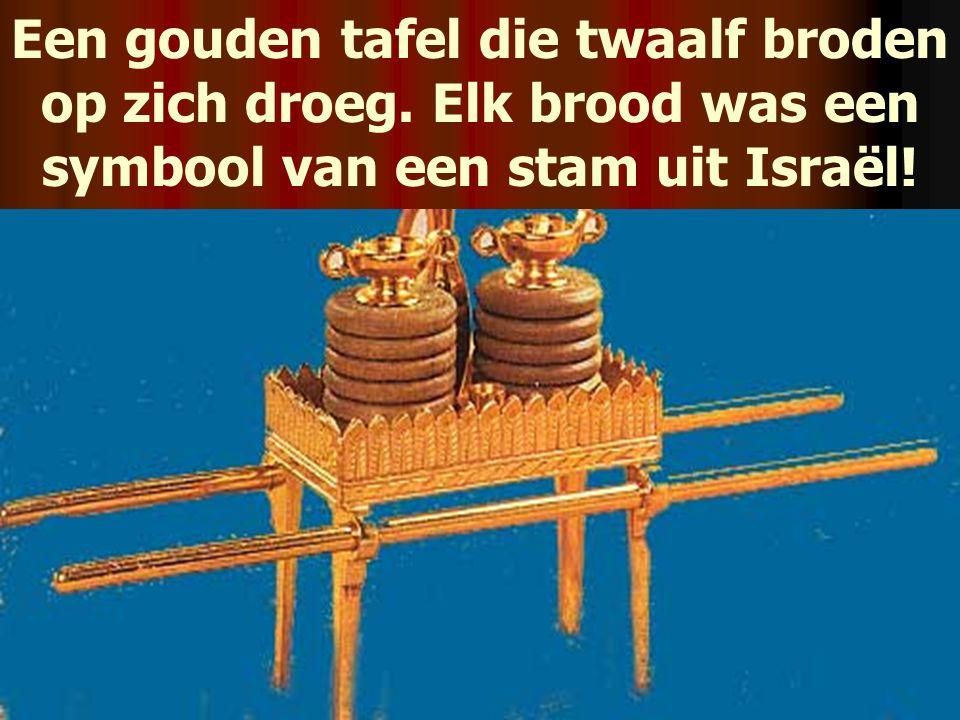 Een gouden tafel die twaalf broden op zich droeg. Elk brood was een symbool van een stam uit Israël!