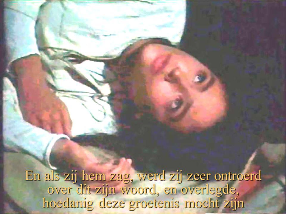 En als zij hem zag, werd zij zeer ontroerd over dit zijn woord, en overlegde, hoedanig deze groetenis mocht zijn