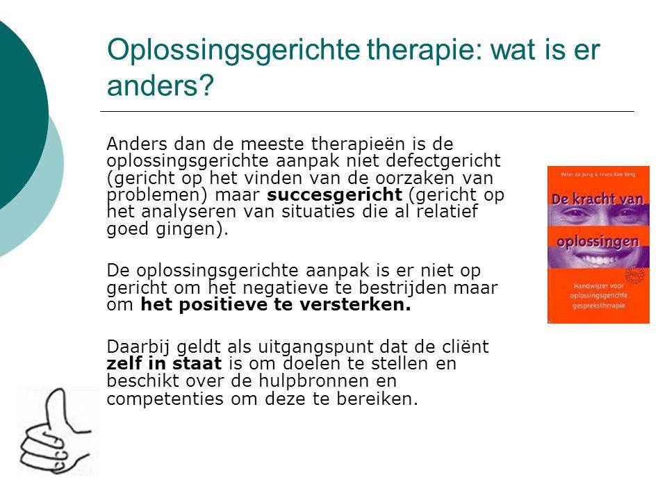 Oplossingsgerichte therapie: wat is er anders? Anders dan de meeste therapieën is de oplossingsgerichte aanpak niet defectgericht (gericht op het vind