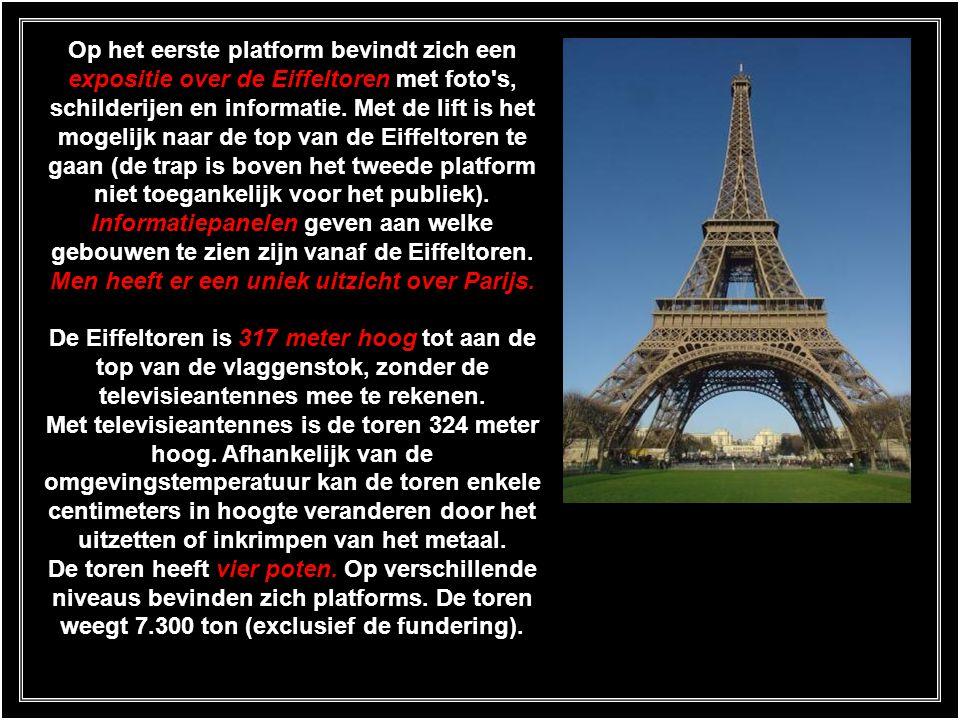 Op het eerste platform bevindt zich een expositie over de Eiffeltoren met foto s, schilderijen en informatie.