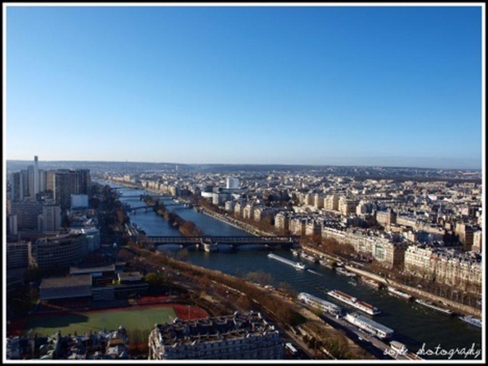 PANORAMA'S van op de EIFFELTOREN Op de website http://www.panoramas.dk/fullscreen/fullscreen32.html hebt u een 360° uitzicht op de lichtstad