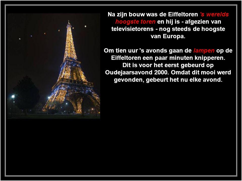 Op het eerste platform bevindt zich een expositie over de Eiffeltoren met foto's, schilderijen en informatie. Met de lift is het mogelijk naar de top