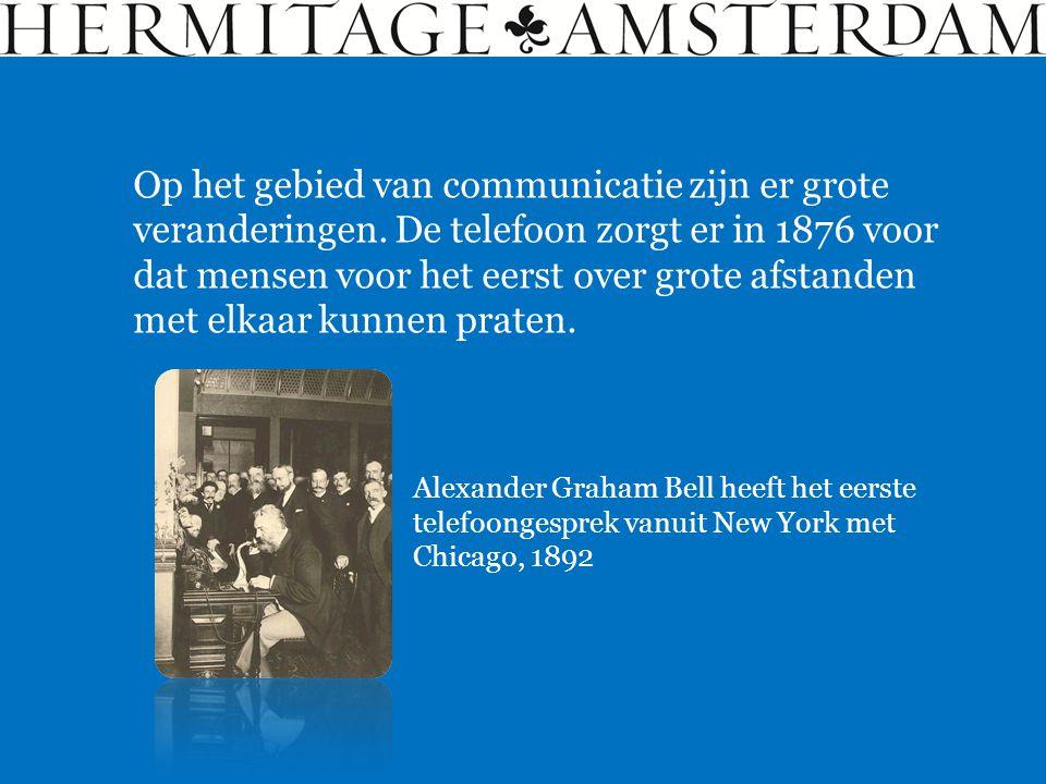 Alexander Graham Bell heeft het eerste telefoongesprek vanuit New York met Chicago, 1892 Op het gebied van communicatie zijn er grote veranderingen.