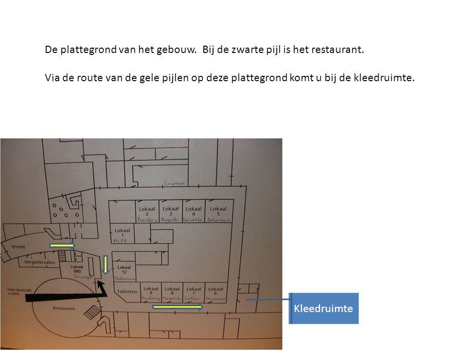 De plattegrond van het gebouw.Bij de zwarte pijl is het restaurant.