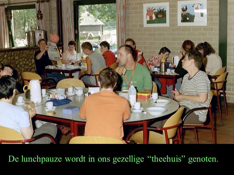 """De lunchpauze wordt in ons gezellige """"theehuis"""" genoten."""