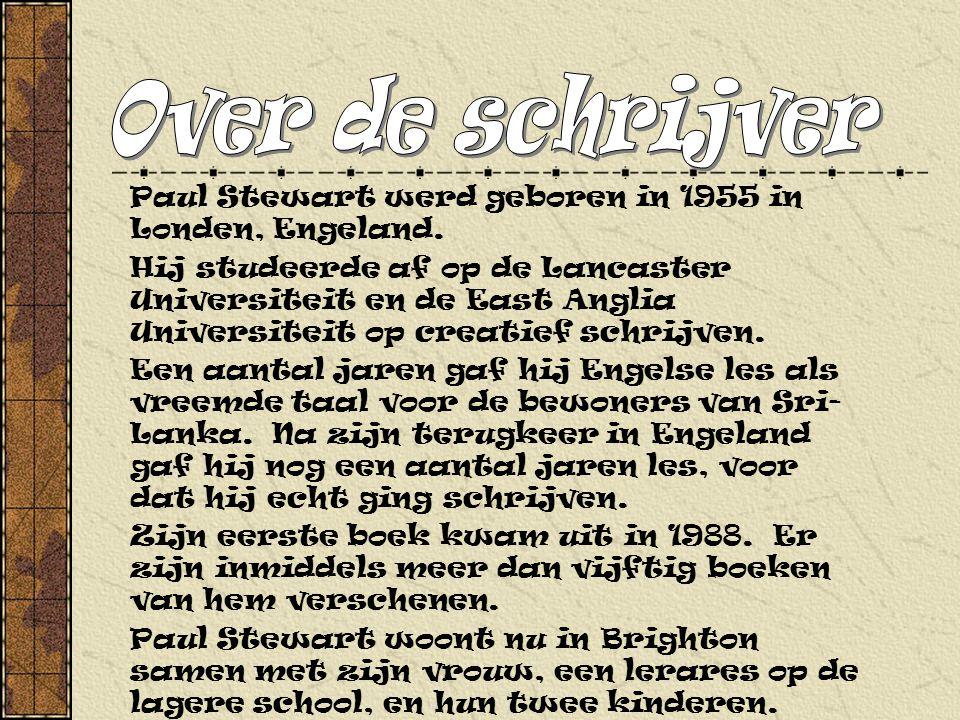 Paul Stewart werd geboren in 1955 in Londen, Engeland.