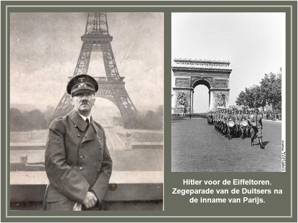 """Adolf Hitler bezoekt Parijs met architect Albert Speer (links) op 23 juni 1940. Hitlers leger had Parijs veroverd en hij kwam """"zijn"""" nieuwe stad bewon"""