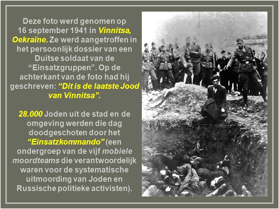 Deze foto werd genomen op 16 september 1941 in Vinnitsa, Oekraïne.