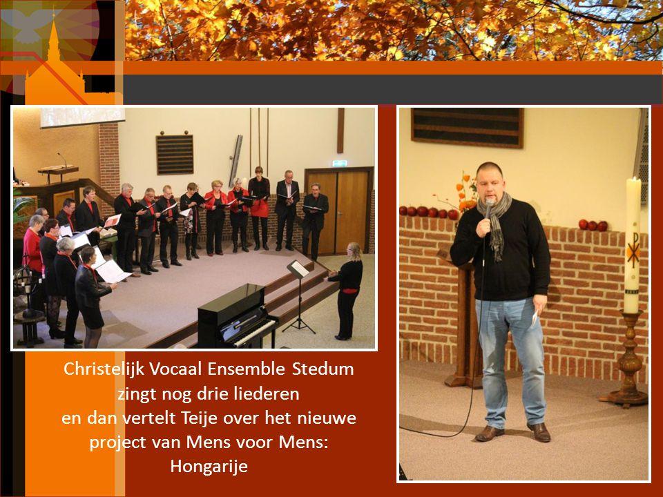 Christelijk Vocaal Ensemble Stedum zingt nog drie liederen en dan vertelt Teije over het nieuwe project van Mens voor Mens: Hongarije