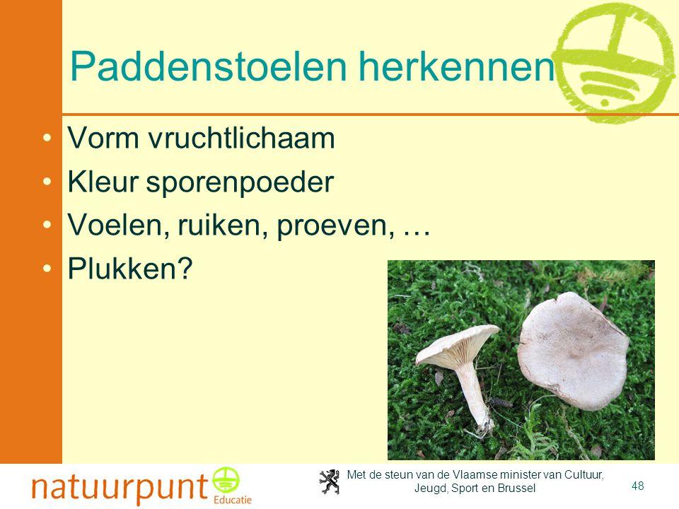 Met de steun van de Vlaamse minister van Cultuur, Jeugd, Sport en Brussel 48 Paddenstoelen herkennen •Vorm vruchtlichaam •Kleur sporenpoeder •Voelen,