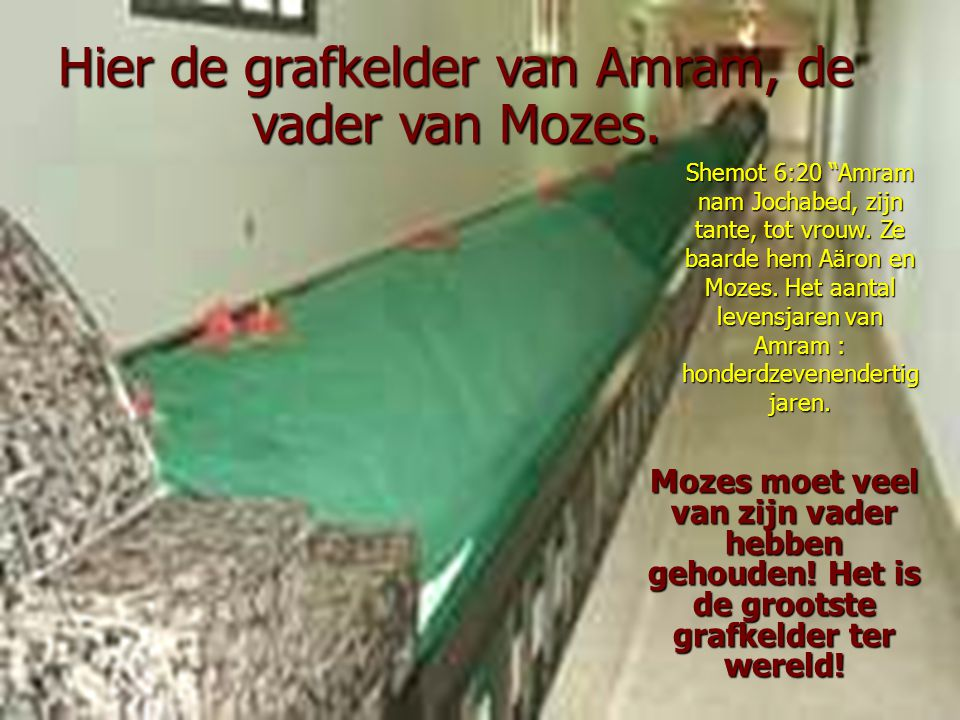 Mozes moet veel van zijn vader hebben gehouden.Het is de grootste grafkelder ter wereld.