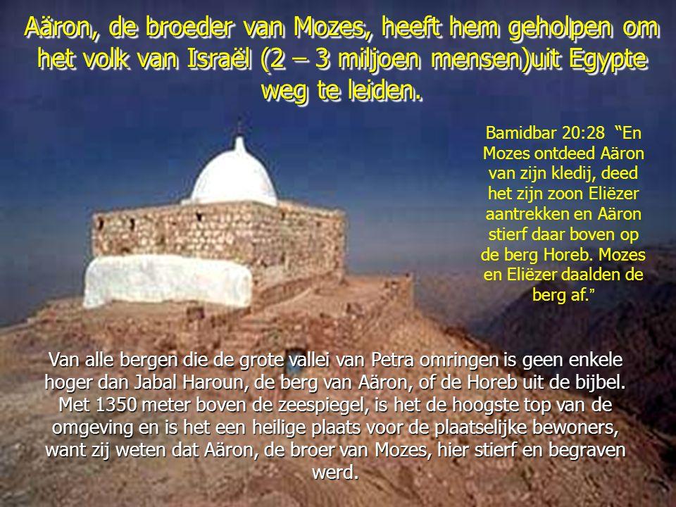 Aäron, de broeder van Mozes, heeft hem geholpen om het volk van Israël (2 – 3 miljoen mensen)uit Egypte weg te leiden.