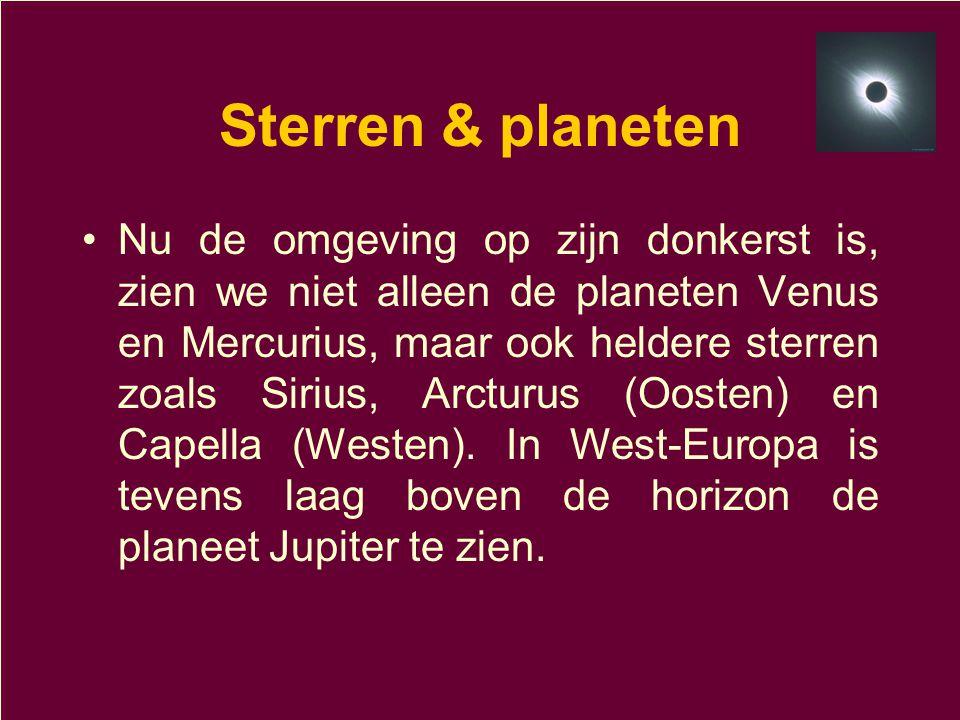 Sterren & planeten •Nu de omgeving op zijn donkerst is, zien we niet alleen de planeten Venus en Mercurius, maar ook heldere sterren zoals Sirius, Arc