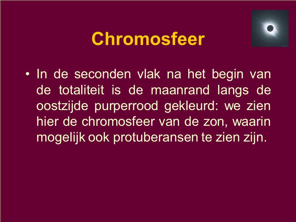 Chromosfeer •In de seconden vlak na het begin van de totaliteit is de maanrand langs de oostzijde purperrood gekleurd: we zien hier de chromosfeer van de zon, waarin mogelijk ook protuberansen te zien zijn.