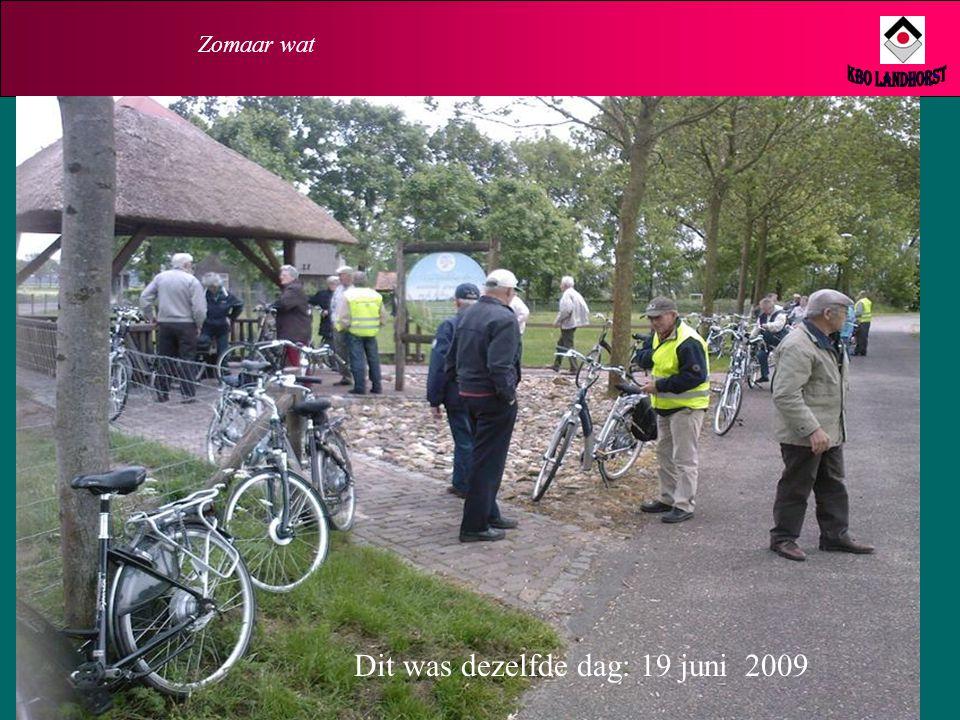 Zomaar wat Hier fietst KBO Landhorst naar Plo. Maar… we zijn wel Zichtbaar Aanwezig!! De graancirkel