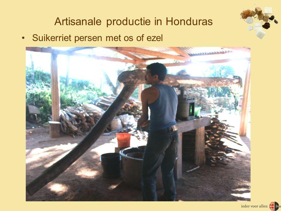 Artisanale productie in Honduras •Suikerriet persen met os of ezel