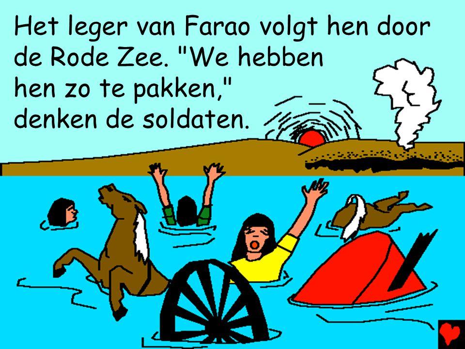 Het leger van Farao volgt hen door de Rode Zee.