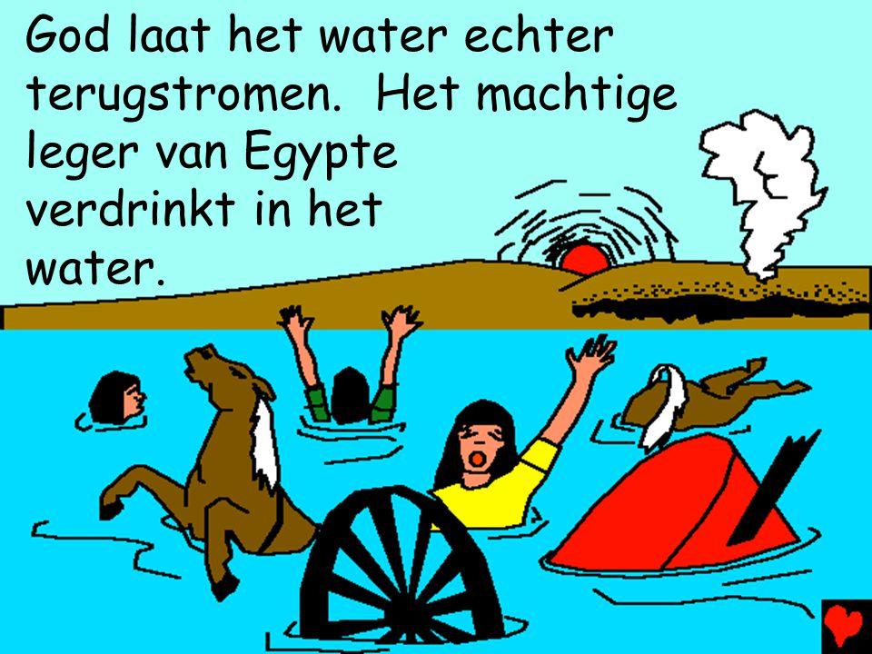 God laat het water echter terugstromen. Het machtige leger van Egypte verdrinkt in het water.