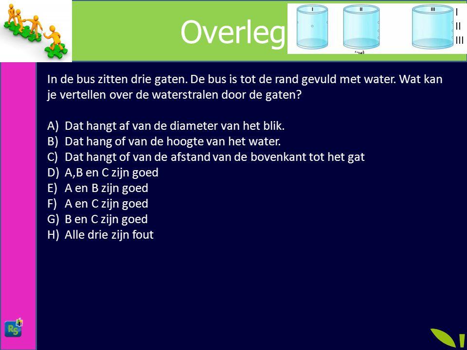 Overleg In de bus zitten drie gaten.De bus is tot de rand gevuld met water.