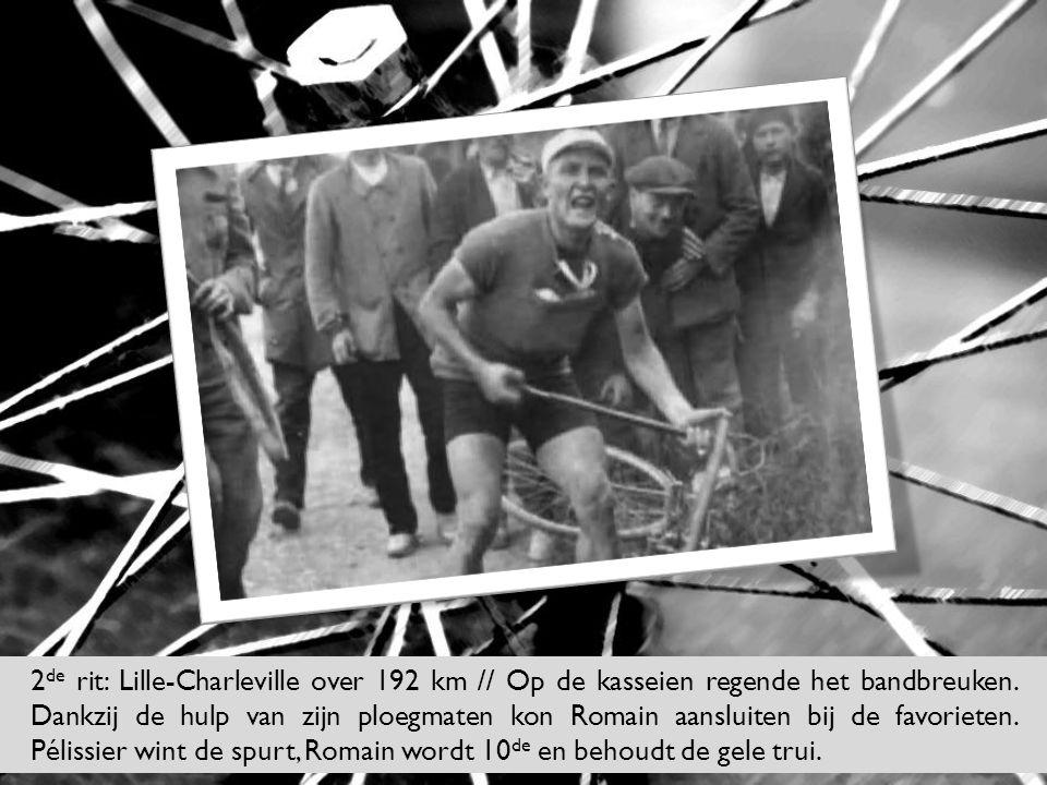 2 de rit: Lille-Charleville over 192 km // Op de kasseien regende het bandbreuken. Dankzij de hulp van zijn ploegmaten kon Romain aansluiten bij de fa