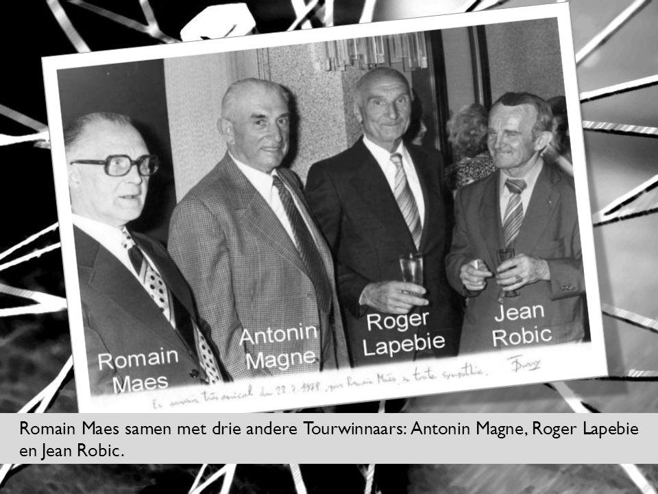 Romain Maes samen met drie andere Tourwinnaars: Antonin Magne, Roger Lapebie en Jean Robic.