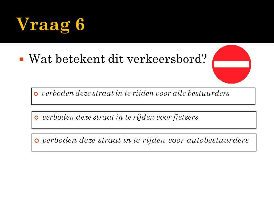  Wat betekent dit verkeersbord? verboden deze straat in te rijden voor alle bestuurders verboden deze straat in te rijden voor fietsers verboden deze