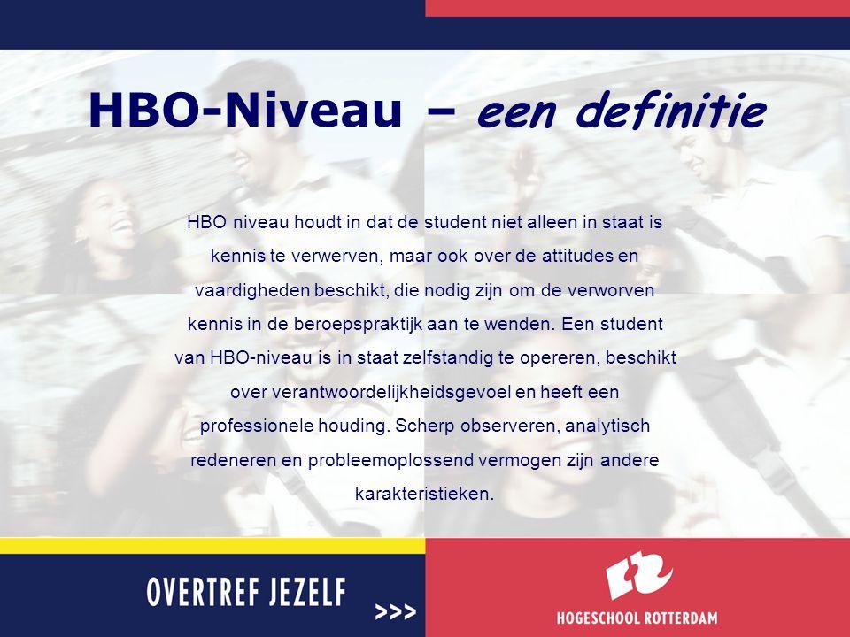 HBO-Niveau – een definitie HBO niveau houdt in dat de student niet alleen in staat is kennis te verwerven, maar ook over de attitudes en vaardigheden
